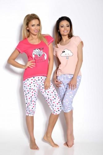 Розовая футболка и белые бриджи Tola S