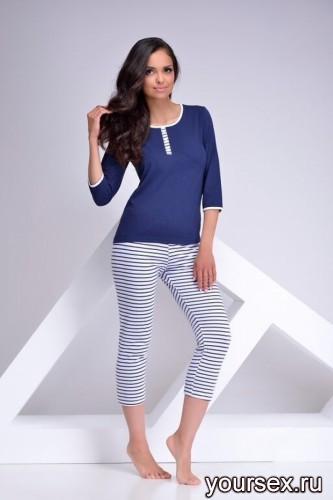 Темно-синяя футболка и капри Klaudia M