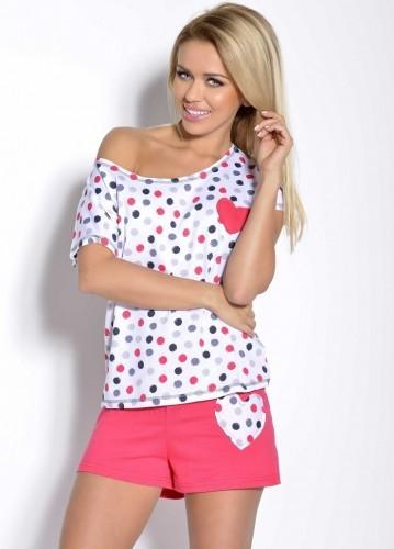 Белая футболка и розовые шорты Karola M